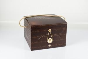 scatola marrone